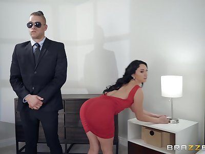 Mandy Muse gets fucked from behind like never before by her guard