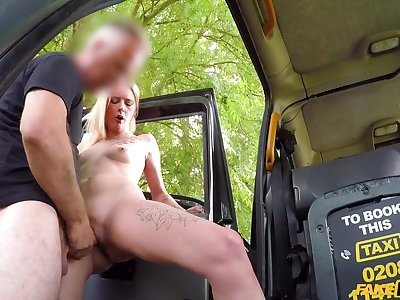 Contaminated blondie Melody sucks whopping pecker be expeditious for horny John