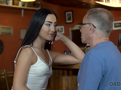 Frying old fart fucks a hot raven haired babe at the pub