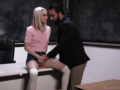 Slim blondie with hardly any tits Kiara Cole seduces bearded tutor for casual sex